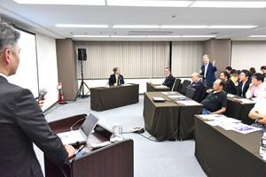 12 質問する武田院長.jpg